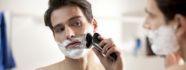 homme rasoir électrique barbe