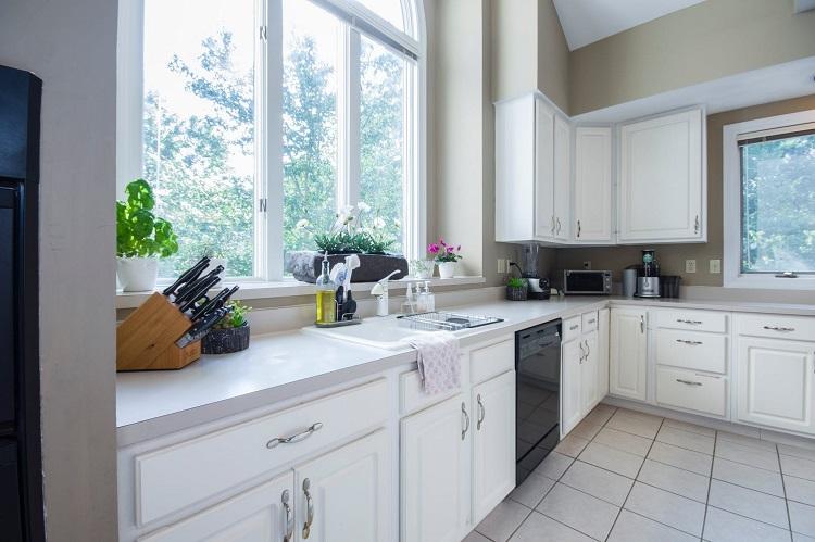 meubles de cuisine blancs